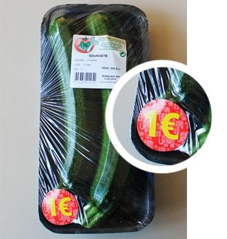 Uma embalagem de courgettes no Jumbo (€ 1), a granel, na mesma loja, e para a mesma quantidade de legume comestível, custaria só 54 cêntimos.