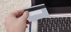 Consumidores avaliam bancos: online agradam mais