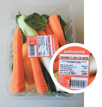 Uma embalagem de preparado para sopa de espinafres no Continente (€ 2,50), a granel, na mesma loja, e para a mesma quantidade de legumes comestível, custaria apenas 1,21 euros. Neste caso, porém, pode evitar desperdício.